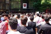 تجمع هواداران پرسپولیس مقابل باشگاه