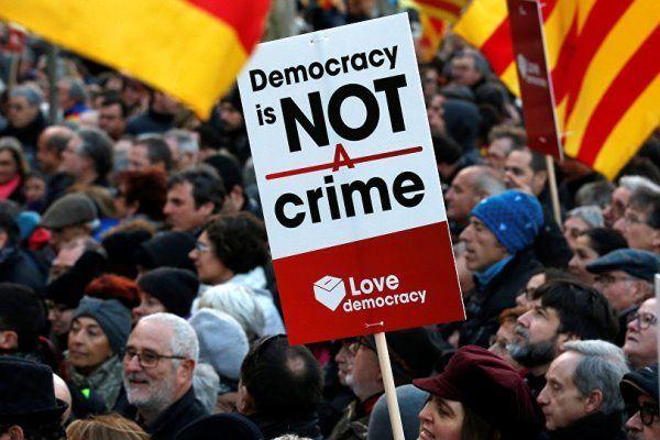 درگیری نیروهای پلیس و طرفداران استقلال کاتالونیا در بارسلونا