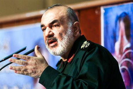 آمریکا از هر دری ورود کند ملت ایران دروازه را به روی او بسته اند