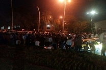 تجمع اعتراضی سپرده گذاران موسسه آرمان مقابل استانداری خوزستان