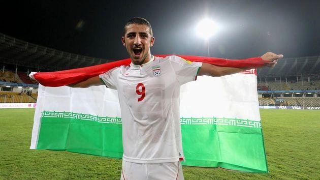 اولین صید آبیها از تیم ملی نوجوانان/ الهیار صیادمنش قرارداد 5 ساله با استقلال بست