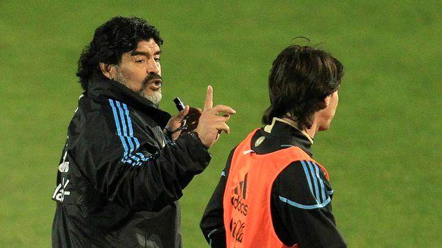 مارادونا: مسی بیشتر شبیه به عروسک مخملی است تا یک فوتبالیست