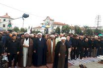 اقامه نماز ظهر عاشورا در میدان شهدای ذهاب شهر رشت/  گیلانیان در روز عاشورای حسینی به سوگ نشستند