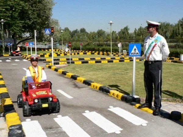 دانش آموزان یزدی در پارک ترافیک آموزش می بیننند