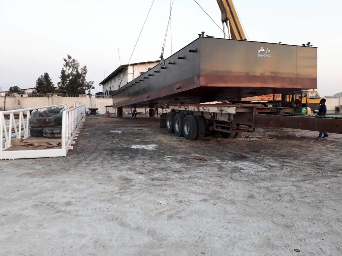 6 فروند اسکله شناور دریایی در منطقه آزاد قشم به آب انداخته شد