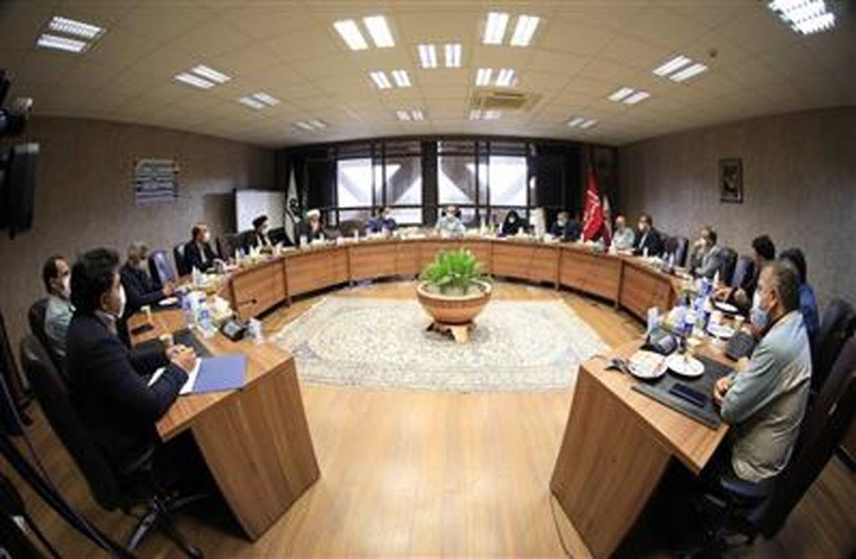 نمایندگان مجلس شورای اسلامی از فولاد مبارکه به عنوان سرمایۀ ملی حمایت میکنند