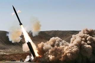 حملات موشکی ارتش یمن به محل تجمع نظامیان عربستان