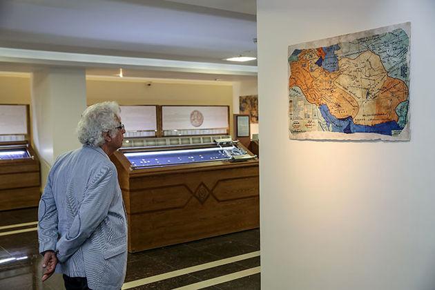 بازدید لوریس چکناواریان از موزه بانک سپه