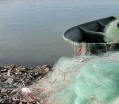 جمع آوری بیش از 100 متر دام صیادی از دریاچه حنا سمیرم / دستگیری یک متخلف شکار