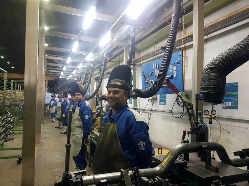 افتتاح خط تولید فریم داشبورد دنا در ساوجبلاغ/ اشتغال 25 نفر در خط  تولید فریم داشبورد دنا
