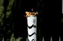 حمله به مشعل المپیک با سطل آب