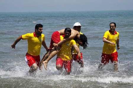 نجات 18 نفر از مرگ حتمی در نوروز 97 توسط ناجیان غریق
