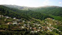 کمرپشت؛ روستایی با خانههای کاهگلی و درختان انبوه
