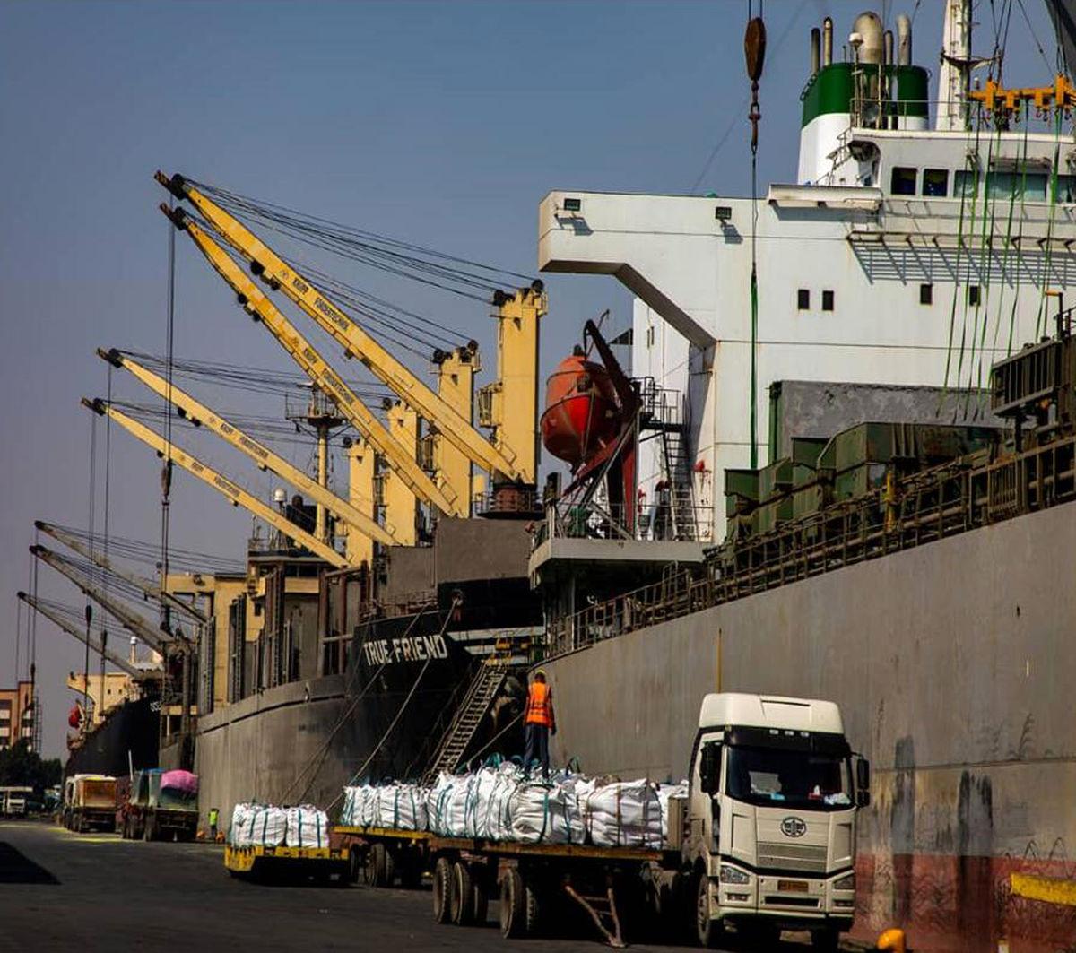 3 فروند کشتی اقیانوس پیما در بندر شهید باهنر پهلو گرفتند