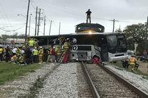 برخورد مرگبار قطار با اتوبوس در آمریکا