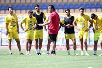 تمرین تیم نفت تهران با هدایت علی کریمی آغاز شد
