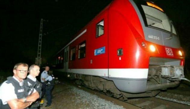 به مسافران قطار در آلمان با تبر حمله شد