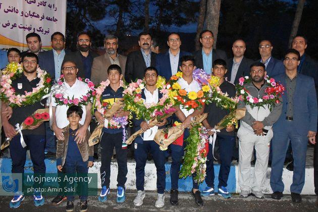 قهرمانان کشتی آزاد دانشآموزی جهان وارد خرمآباد شدند