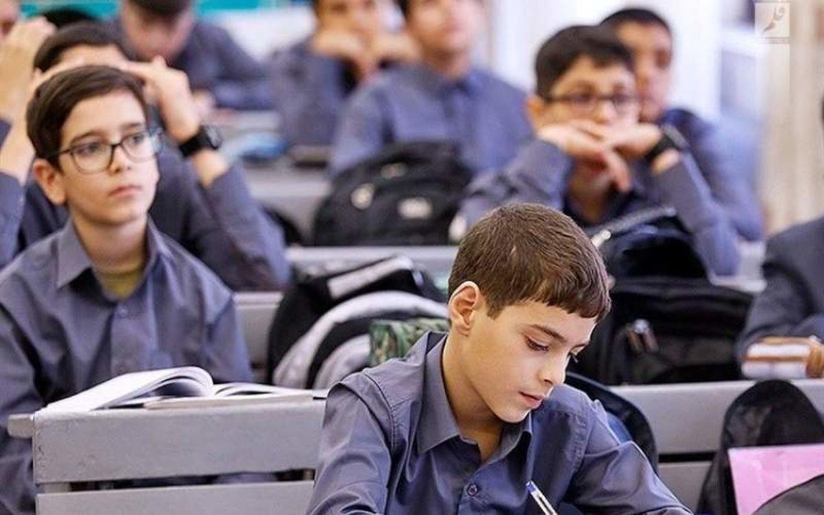 ۹۳ درصد دانش آموزان قمی در مدارس ثبت نام کردند