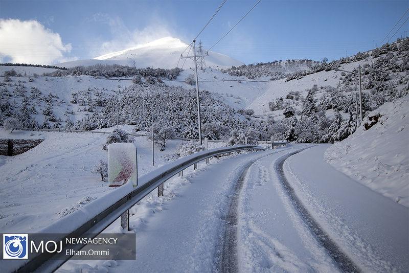 آخرین وضعیت جوی و ترافیکی جاده ها در ۲۲ بهمن / کولاک در محورهای ۴ استان