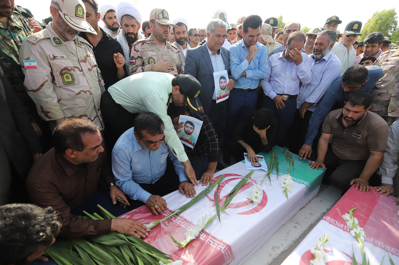 تشییع پیکر آسمانی دو شهید نیروی انتظامی هرمزگان/ تلاش برای دستگیری اشرار ادامه دارد