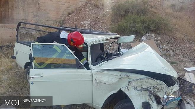 خودروی وانت به دره سقوط کرد