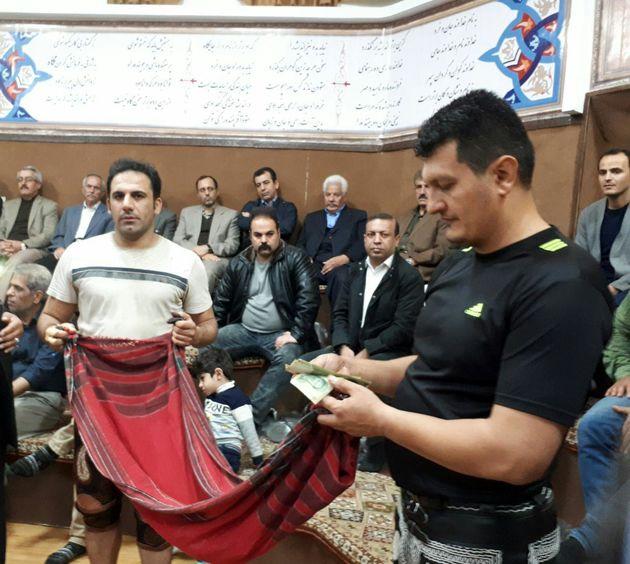 جشن بزرگ گلریزان جامعه ورزش در زورخانه پهلوان نادر سنندج برگزار شد