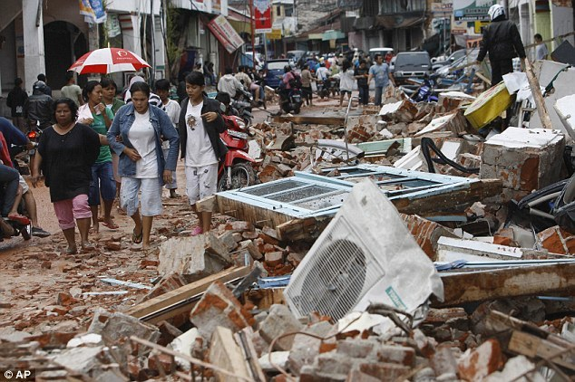 کشته شدگان زلزله اندونزی به هزارو 234 نفر رسید/ خارج کردن جسد 34 دانش آموز از ساختمان کلیسا