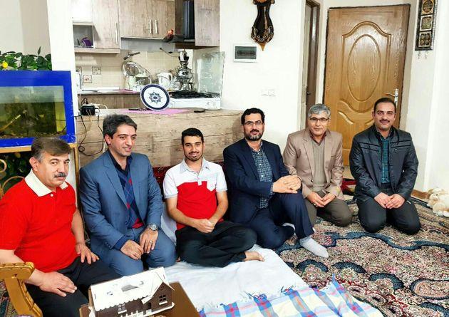 عیادت رئیس هیات فوتبال خراسان رضوی از داور آتشنشان