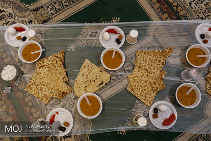 افطار ساده در تپه نور الشهدا