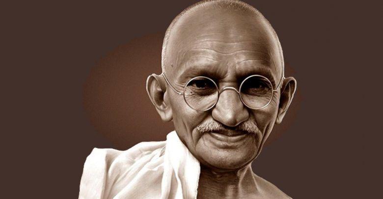 ماهاتما گاندی امروز در مجله بخارا روی دکه رفت