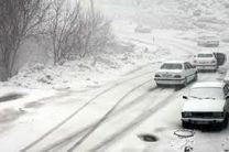 برف، راه مواصلاتی 35 روستای بروجرد و اشترینان را مسدود کرد