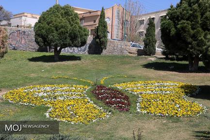 گل کاری پارک ها و میادین شهر سنندج در ایام نوروز