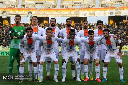 دیدار تیم های فوتبال سپاهان اصفهان و سایپا