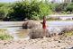 تجاوز به حریم رودخانه و همکاری نکردن مردم برای تخلیه