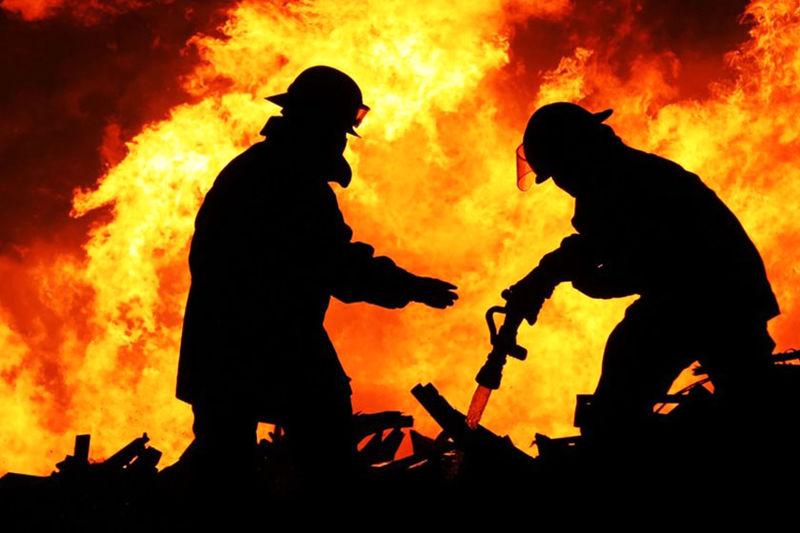 آتش سوزی یک مغازه فست فودی در خیابان ستارخان