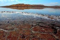نجات 4 گردشگر از باتلاق دریاچه نمک مرنجاب