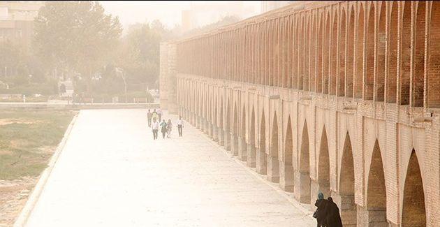 هوای اصفهان در برخی مناطق برای عموم ناسالم است