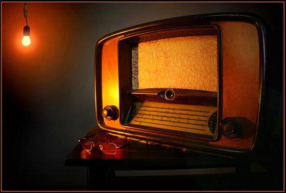 نمایش دیوارها هم حرکت می کنند از رادیو نمایش پخش می شود