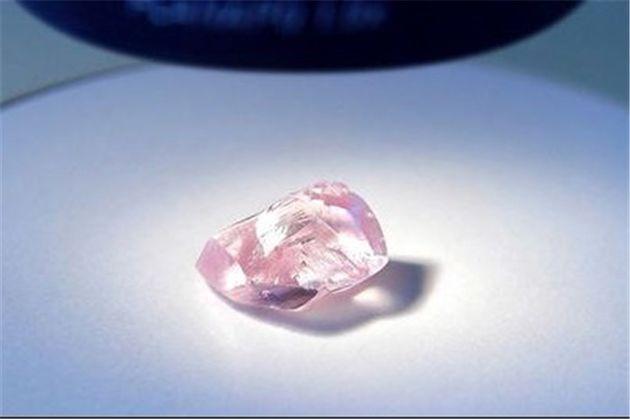 کشف یک الماس عظیم رنگی در روسیه توسط معدنچیان