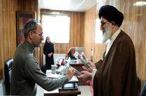 اهدای گل توسط امام جمعه به پرسنل مرکز مدیریت حوادث و فوریتهای پزشکی  البرز
