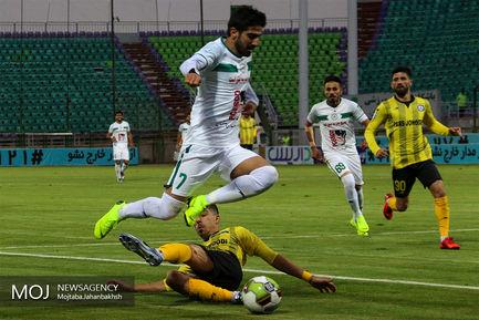 دیدار تیم های فوتبال ذوب آهن اصفهان و پارس جنوبی جم