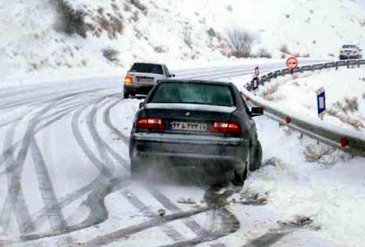 هشدار پلیس راهور نسبت به لغزندگی جادههای برونشهری