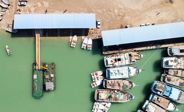 نصب اسکله شناور گردشگری در تالاب بین المللی آذینی سیریک