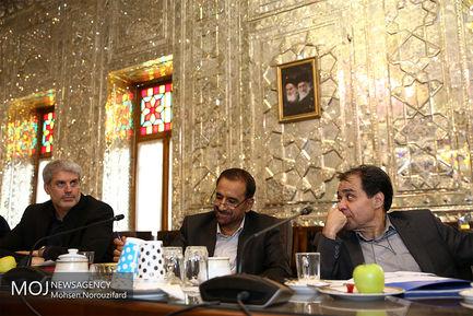 دیدار متولیان حوزه سلامت با علی لاریجانی