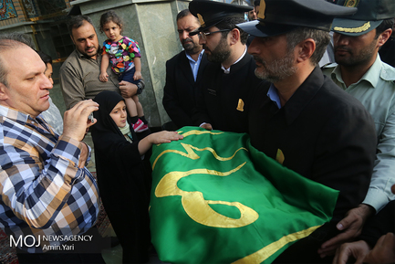 آیین تعویض پرچم گنبد امامزاده صالح (ع)