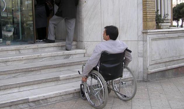 کم توجهی بانک های مازندران برای ساختن رمپ ورودی معلولین