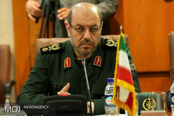 وزیر دفاع: جمهوری اسلامی با تمام توان از حقانیت ملت ایران دفاع می کند
