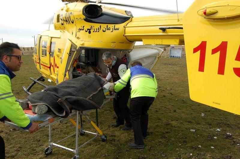 نجات یک کارگر در نایین با بالگرد اورژانس یزد