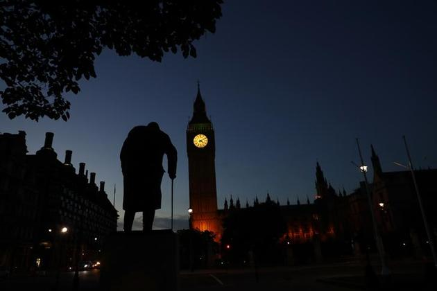 همه چیز در بریتانیا سقوط کرد / کمرون کنارهگیری کرد